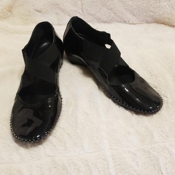 Donald J. Pliner Shoes - Donald J. Pliner patent leather flats